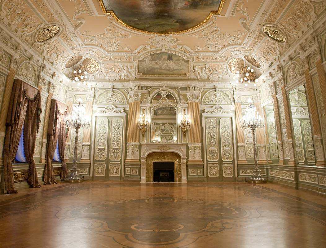 Hotel in st petersburg ballroom for banquetes in st for Mansion floor plans with ballroom